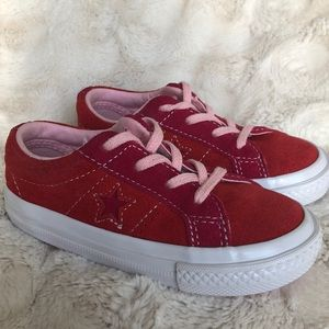 🌟 Adorable! Red/Pink Converse. Size 8. EUC.